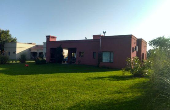 Venta Casa Tres Dorm. en El Nacional