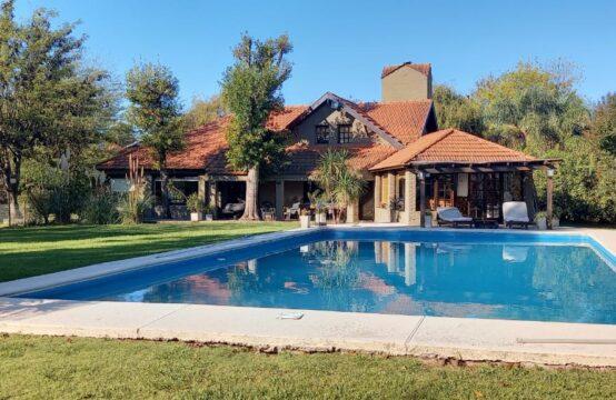 Espectacular Casa de Tres Dormitorios Country Banco Provncia