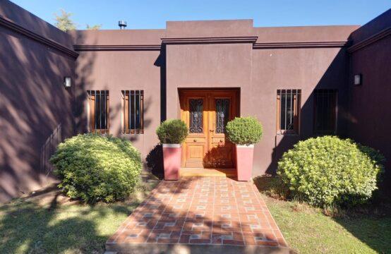 Venta Espectacular Casa de Cuatro Dormitorios Parque Gorriti